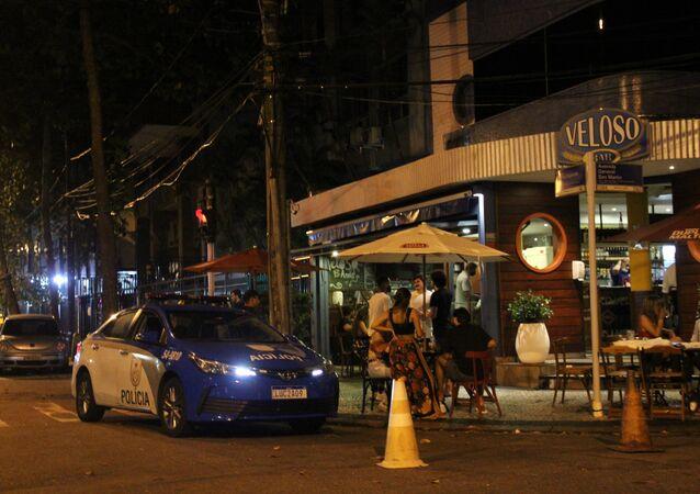 Após decreto de medidas restritivas para conter a COVID-19, aglomerações foram registradas em diversos pontos da zona sul do Rio de Janeiro