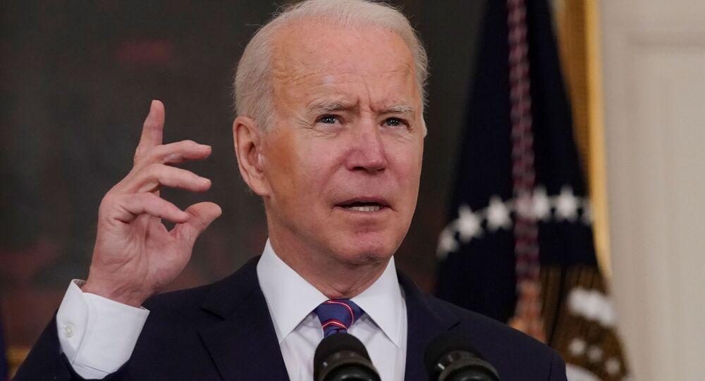 O presidente Joe Biden faz comentários sobre o relatório de empregos de março do Departamento do Trabalho na Casa Branca em Washington, D.C., EUA, 2 de abril de 2021