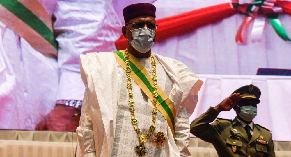 O novo presidente do Níger, Mohamed Bazoum, durante cerimônia de posse em Niamey
