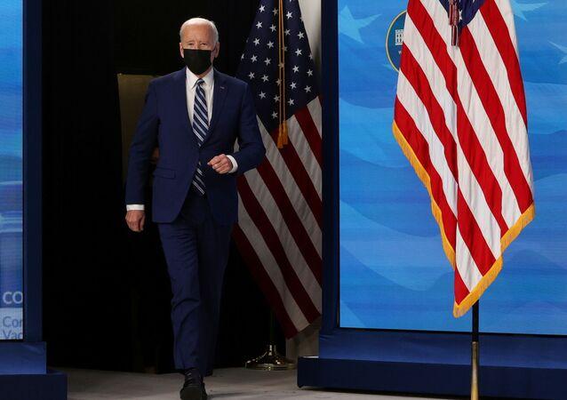 O presidente dos EUA, Joe Biden, chega para fazer comentários após uma reunião com sua Equipe de Resposta do COVID-19 sobre a pandemia da doença coronavírus (COVID-19) e o estado da vacinação, no campus da Casa Branca em Washington, EUA, em 29 de março de 2021