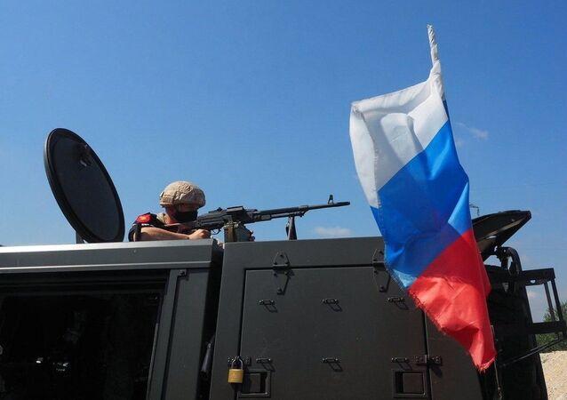 Blindado russo utilizado durante patrulha conjunta entre militares russos e turcos em Idlib, na Síria