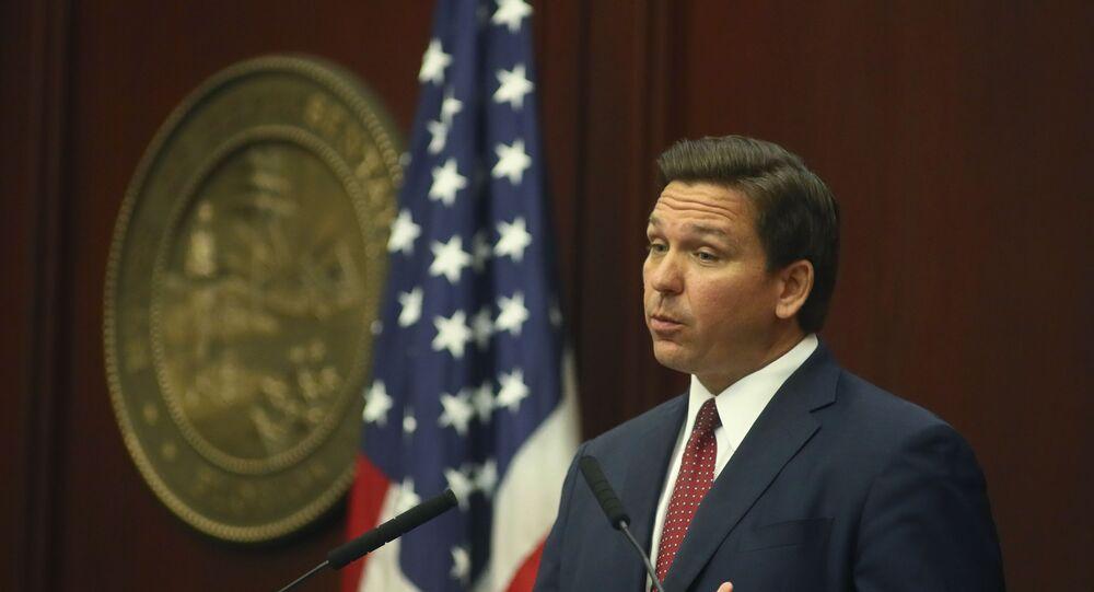 O governador da Flórida, Ron DeSantis, fala na terça-feira, 2 de março de 2021, em discurso sobre os eventos no Capitólio