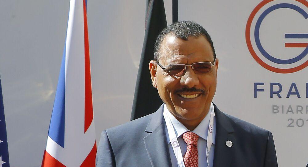 O presidente eleito do Níger, Mohamed Bazoum, é fotografado em uma reunião do G7 em Paris, França.