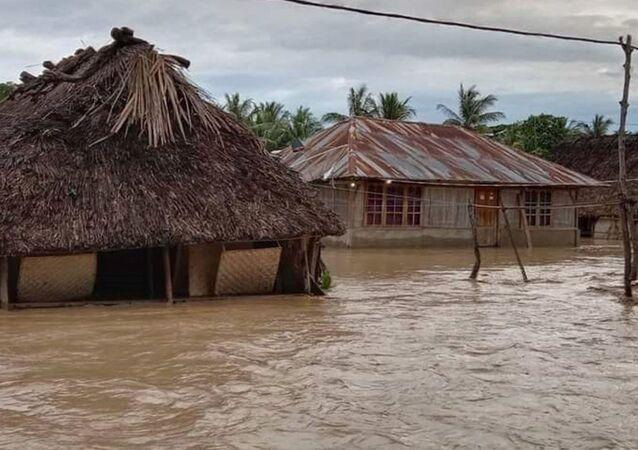 Inundação na vila de Haitimuk, província de Sonda Oriental, Indonésia, em 4 de abril de 2021