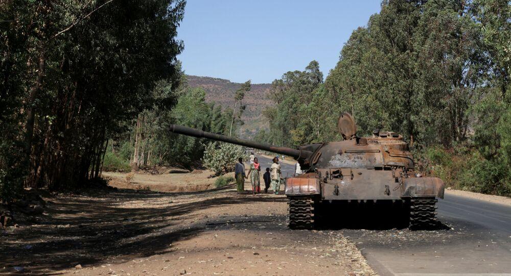 Tanque queimado perto da cidade de Adwa, região de Tigré, Etiópia, 18 de março de 2021