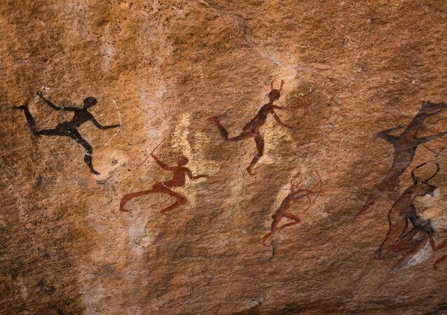 Humanos caçando (imagem referencial)