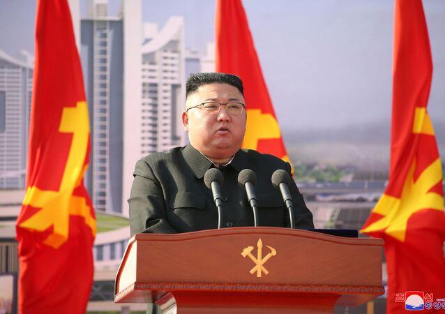 O líder norte-coreano Kim Jong-un participa do início da construção de 50 mil novos apartamentos, em Pyongyang, na Coreia do Norte, no dia 24 de março de 2021