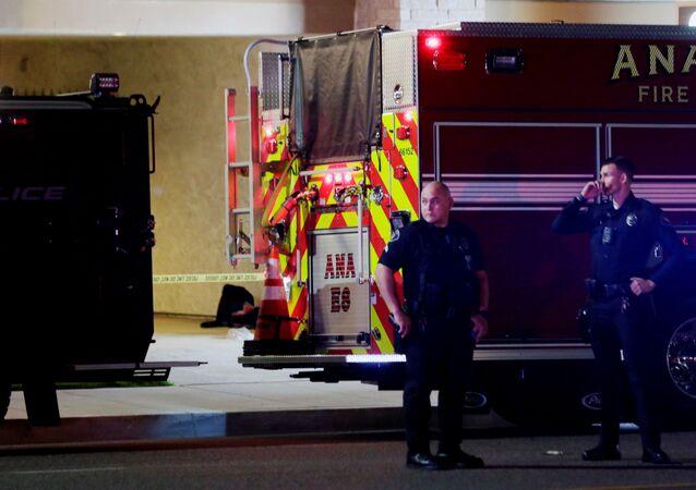 Policiais no local de tiroteio em Orange, Califórnia, EUA, 31 de março de 2021