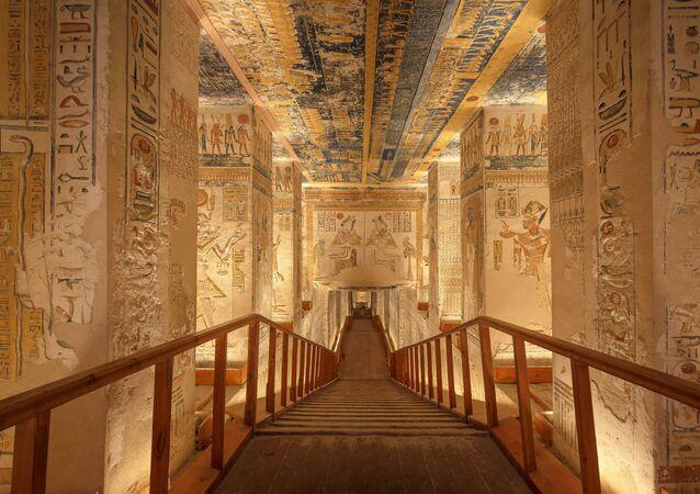 Interior de necrópole egípcia (imagem referencial)