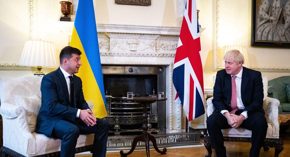 Presidente da Ucrânia, Vladimir Zelensky (E), e o primeiro-ministro do Reino Unido, durante reunião em Londres, Inglaterra (foto de arquivo)