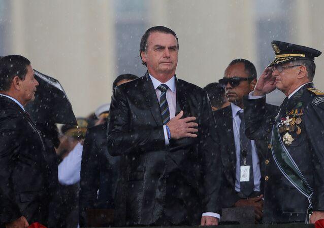 O presidente do Brasil, Jair Bolsonaro, durante uma cerimônia pelo Dia do Exército, em Brasília, no 17 de abril de 2019