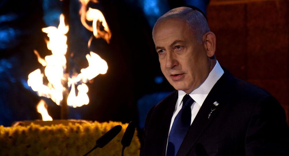 Benjamin Netanyahu, primeiro-ministro de Israel, faz discurso durante cerimônia do Dia da Memória do Holocausto, em memória dos seis milhões de homens, mulheres e crianças judeus assassinados na Segunda Guerra Mundial pelos nazistas e seus colaboradores, no Museu do Holocausto Yad Vashem, em Jerusalém, 7 de abril de 2021