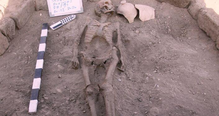 Restos mortais descobertos em nova escavação nos arredores de Lúxor no Egito