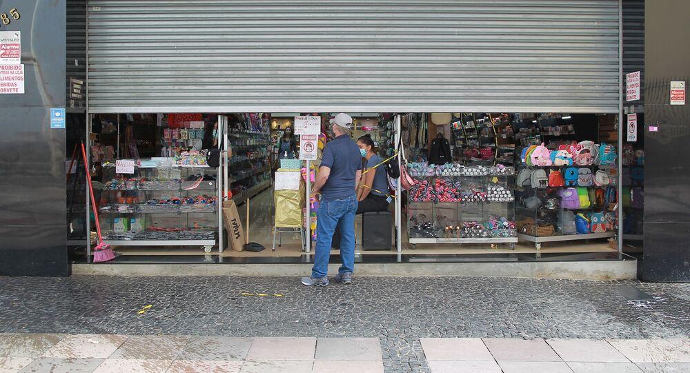 Comércio trabalhando no esquema drive thru em Campinas, no interior de São Paulo.