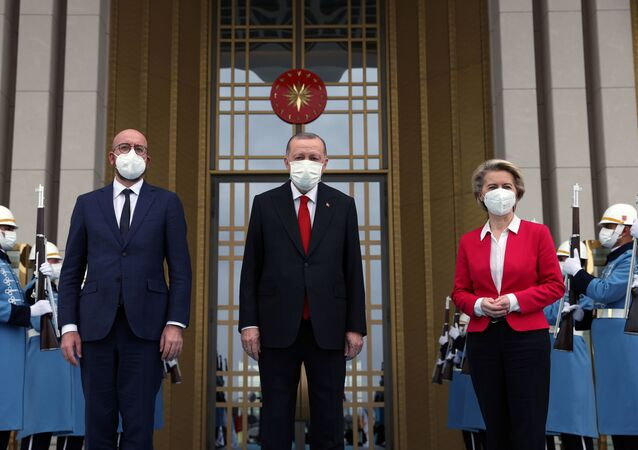 Presidente da Turquia, Recep Tayyip Erdogan, se encontra com o presidente do Conselho Europeu, Charles Michel, e a presidente da Comissão Europeia, Ursula von der Leyen, em Ancara, Turquia, 6 de abril de 2021