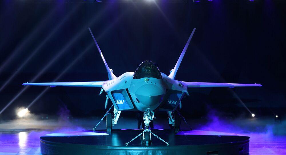 Novo caça KF-21 da Coreia do Sul lançado durante cerimônia em Sacheon, Coreia do Sul, 9 de abril de 2021