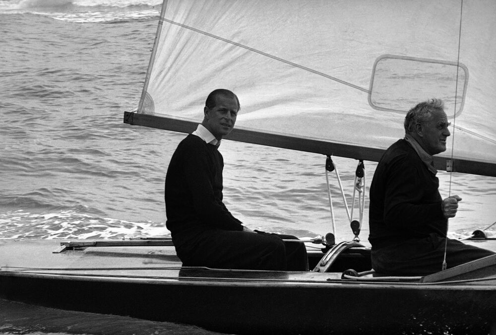 Príncipe Philip, duque de Edimburgo, antes do início da regata real, 6 de agosto de 1963