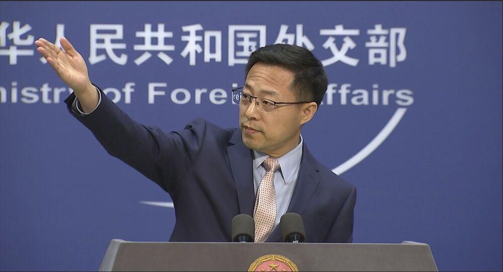 Nesta imagem do vídeo, o porta-voz do Ministério das Relações Exteriores da China, Zhao Lijian, fala em uma entrevista coletiva em Pequim na terça-feira, 17 de novembro de 2020