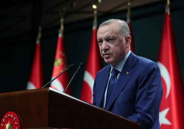 Presidente da Turquia, Recep Tayyip Erdogan, fala com jornalistas após reunião de gabinete em Ancara, Turquia, 29 de março de 2021