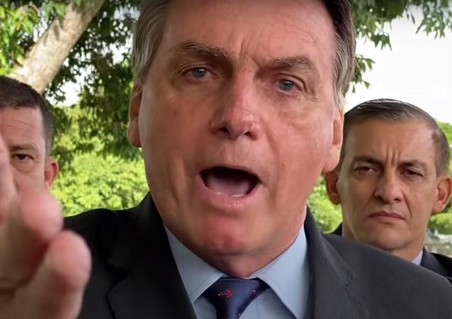 Em vídeo, Bolsonaro faz ataques pessoais contra o ministro do STF Luís Roberto Barroso, no dia 9 de abril de 2021