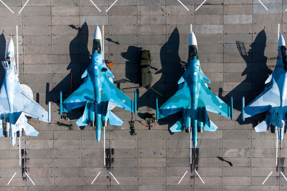 Caças multifuncionais Su-30SM e caças-bombardeiros Su-34 durante o concurso Aviadarts 2021, na região de Krasnodar, Rússia