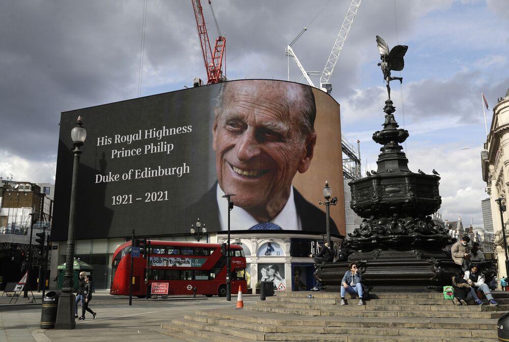 Imagem projetada em memória ao príncipe Philip, duque de Edimburgo, Londres, 9 de abril de 2021