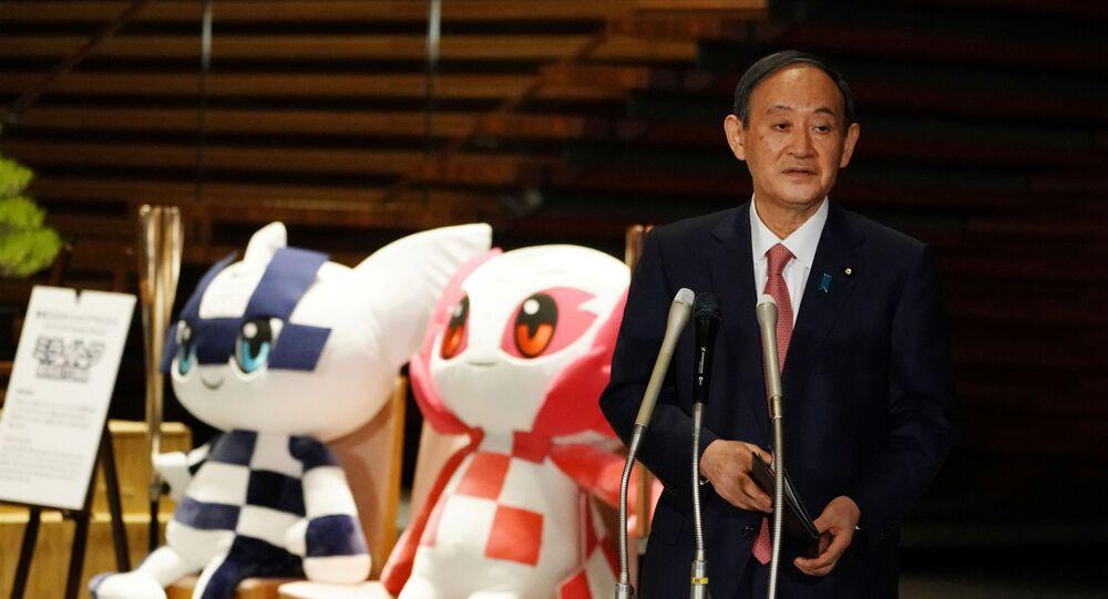 Em Tóquio, no Japão, o primeiro-ministro, Yoshihide Suga, fala com jornalistas após anúncio sobre as Olimpíadas, em 9 de abril de 2021