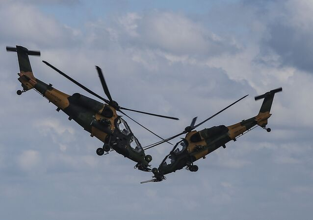 Helicópteros ATAK voam em formação na Turquia