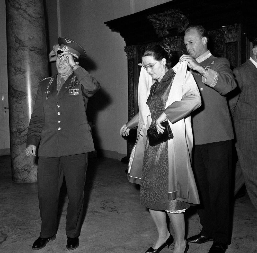 Yuri Gagarin e sua mulher Valentina em Copenhague, Dinamarca, 6 de setembro de 1962