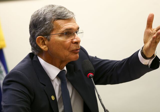 O general Joaquim Silva e Luna durante audiência pública na Câmara dos Deputados.