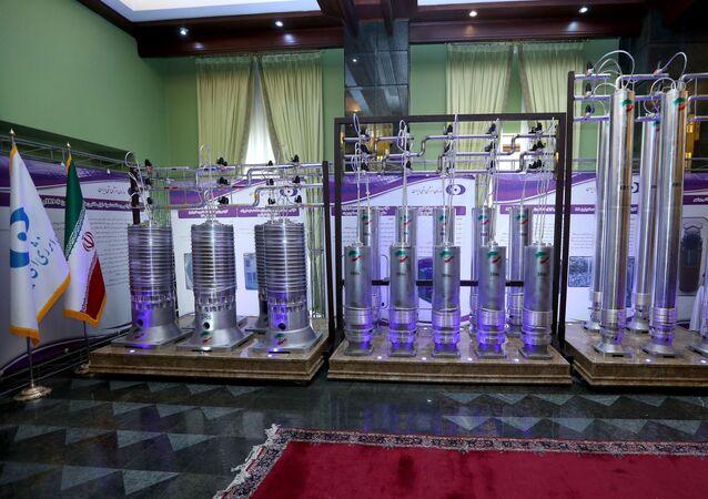 Centrífugas de nova geração do Irã vistas em exposição durante o Dia Nacional da Energia Nuclear do Irã em Teerã, 10 de abril de 2021