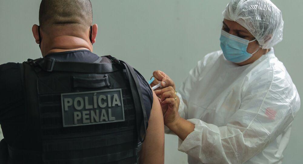 Pará aplica a primeira dose de vacina em agentes de segurança pública, em Belém, no dia 20 de março de 2021