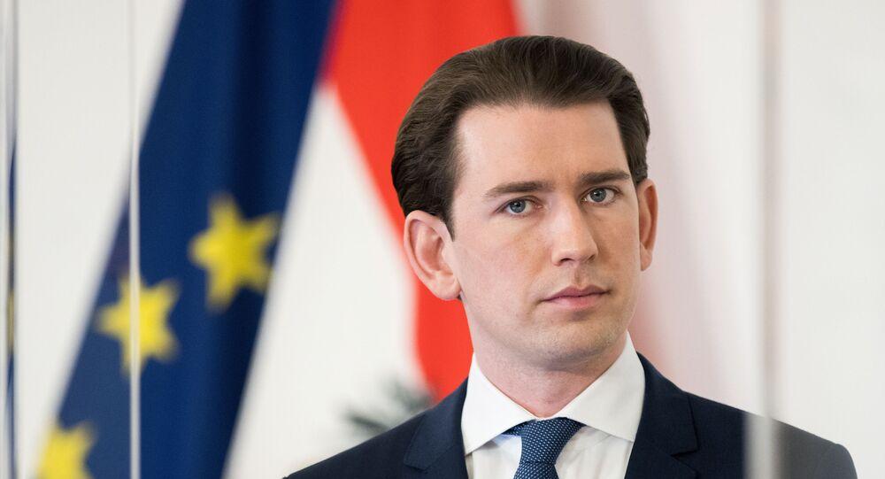 Em Viena, capital austríaca, o chanceler do país, Sebastian Kurz, participa de uma coletiva de imprensa em meio à  pandemia da COVID-19, em 6 de abril de 2021