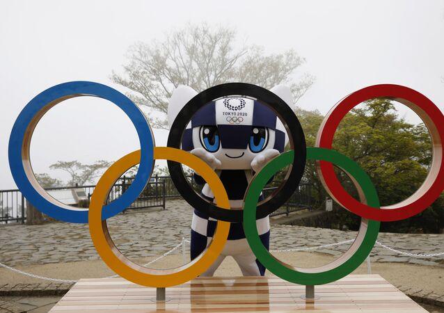 Mascote Miraitowa dos Jogos Olímpicos de Tóquio 2020 posa durante cerimônia de contagem dos 100 dias para o início do evento mundial