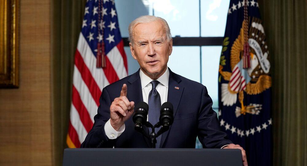 O presidente dos EUA, Joe Biden, faz comentários sobre seu plano de retirar as tropas americanas do Afeganistão, na Casa Branca, Washington, EUA, 14 de abril de 2021