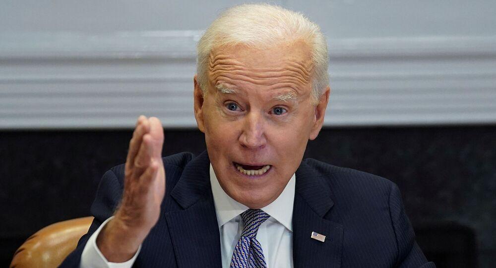 Em Washington, o presidente dos Estados Unidos, Joe Biden, fala durante conferência virtual, em 12 de abril de 2021