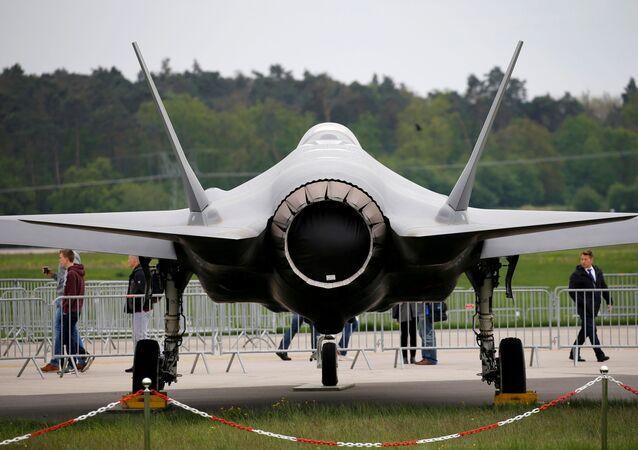 Avião Lockheed Martin F-35 em Berlim, Alemanha, 25 de abril de 2018