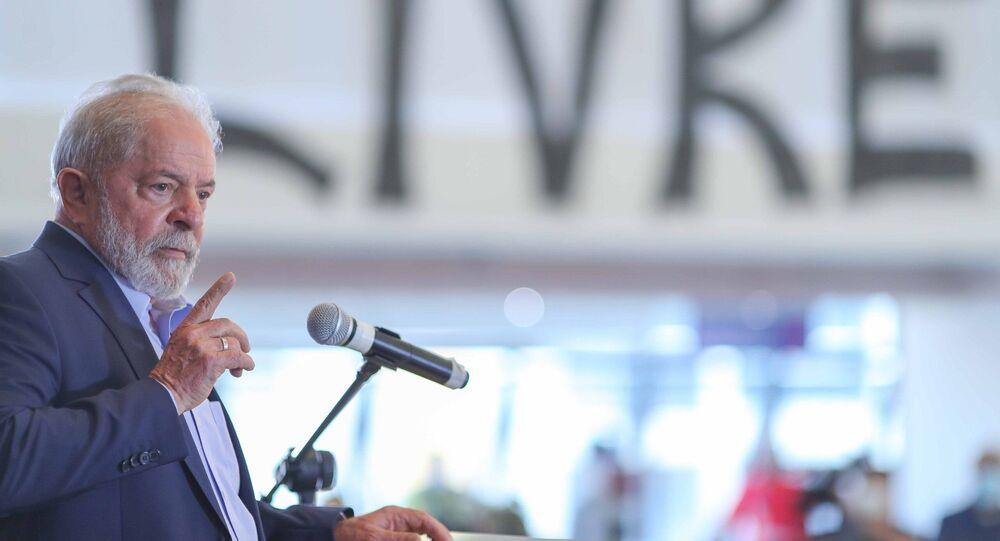 O ex-presidente Luiz Inácio Lula da Silva discursa no Sindicato dos Metalúrgicos do ABC, em São Bernardo do Campo, em 10 de março de 2021