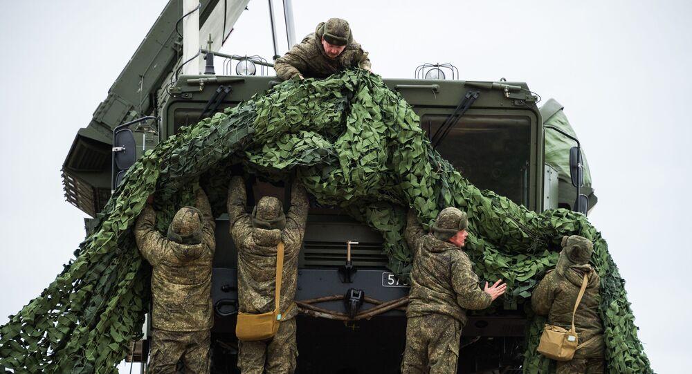Sistema de defesa antiaérea S-400 é instalado na capital da Crimeia, Sevastopol, Rússia (foto de arquivo)