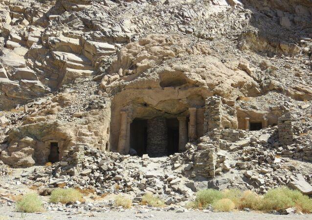 O Grande Templo de Sikait, Egito, visto de fora