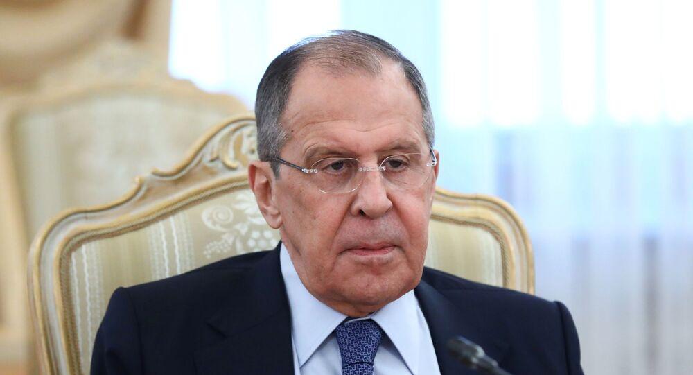 Ministro das Relações Exteriores da Rússia, Sergei Lavrov, durante encontro com o chanceler sérvio, Nikola Selakovic, em Moscou, nesta sexta-feira, 16 de abril de 2021