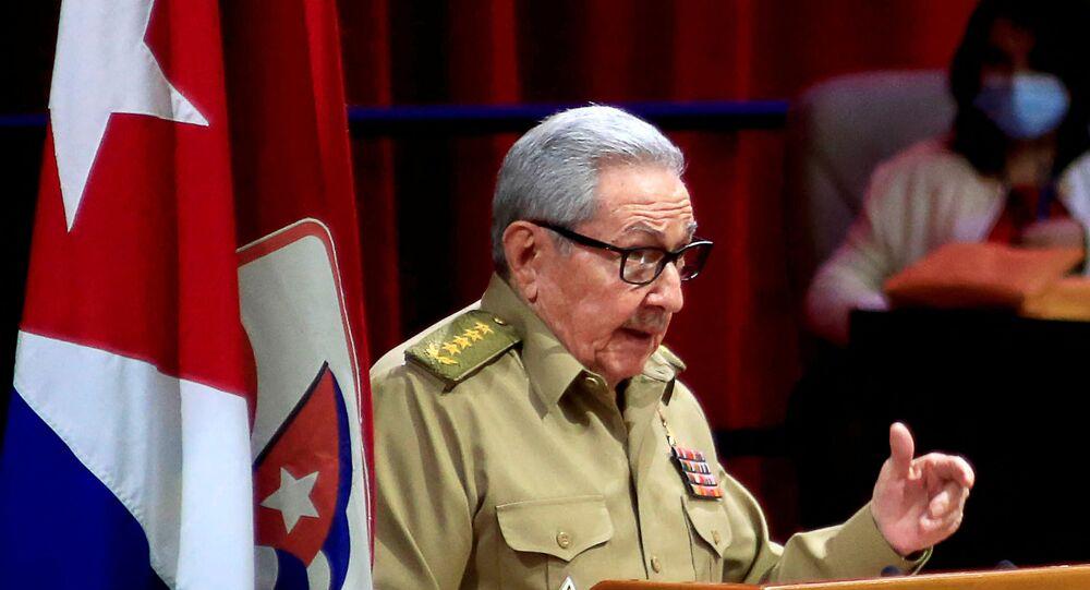Raúl Castro anuncia saída da liderança do Partido Comunista de Cuba.