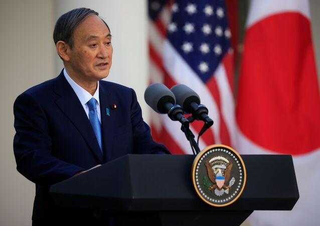 O primeiro-ministro do Japão, Yoshihide Suga, dá entrevista coletiva conjunta com o presidente dos EUA, Joe Biden, no Rose Garden da Casa Branca em Washington, EUA, em 16 de abril de 2021.