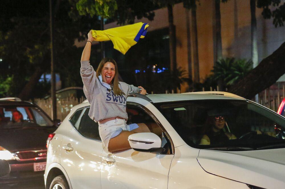 Apoiadora de Guillermo Lasso, candidato do partido Creando Oportunidades ou CREO, no Equador, 11 de abril de 2021