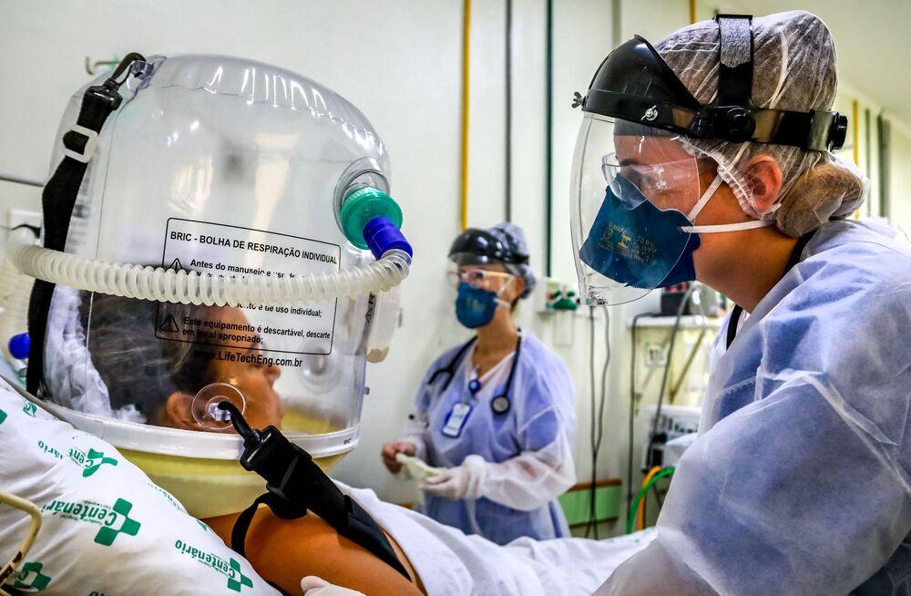 Paciente usa uma tecnologia não invasiva que pode reduzir necessidade de intubação, Fundação Hospital Centenário, Rio Grande do Sul, 16 de abril de 2021