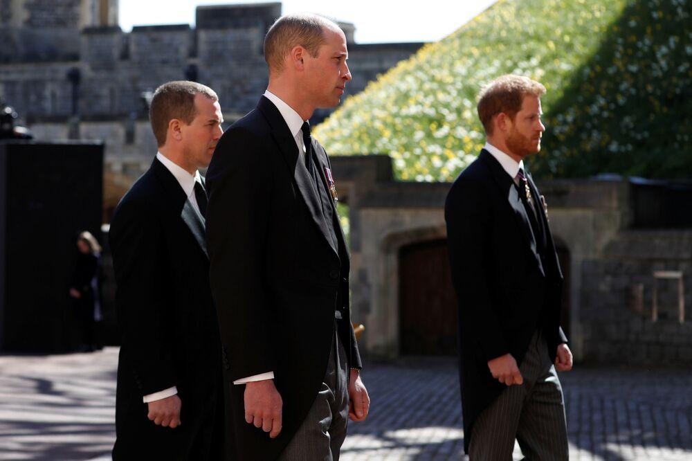 Príncipe William e príncipe Harry no funeral do príncipe Philip, no Castelo de Windsor, 17 de abril de 2021