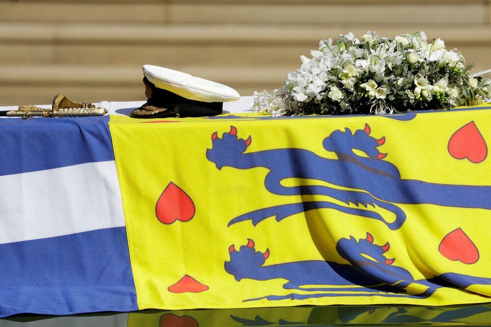 Carro funerário com o caixão do príncipe Philip no Castelo de Windsor, em 17 de abril de 2021