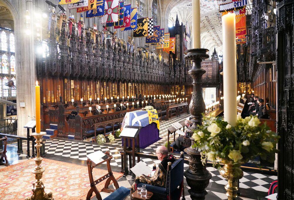 Membros da família real no funeral do príncipe Philip na capela de São Jorge em Windsor