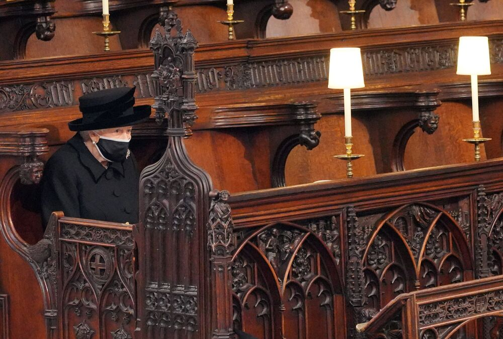 Rainha Elizabeth II no funeral do príncipe Philip na Capela de São Jorge em Windsor