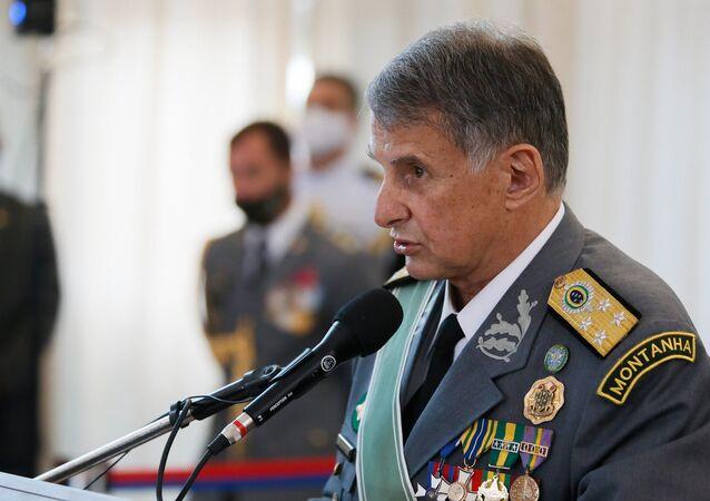 O comandante do Exército Brasileiro, general Edson Pujol, durante discurso.